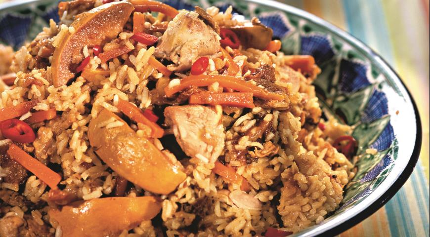 Pilaf with chicken in a saucepan