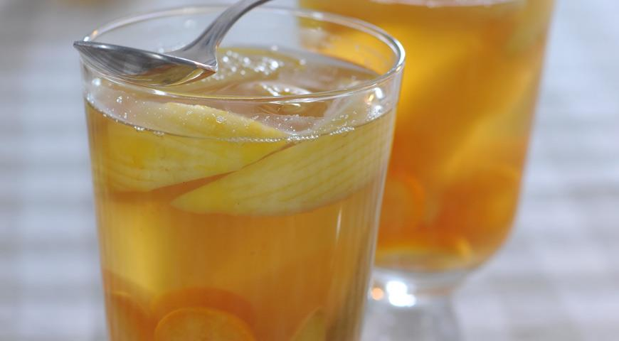 Strong white mulled wine