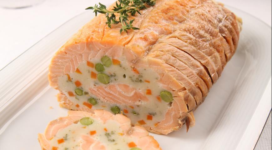 Festive salmon roll