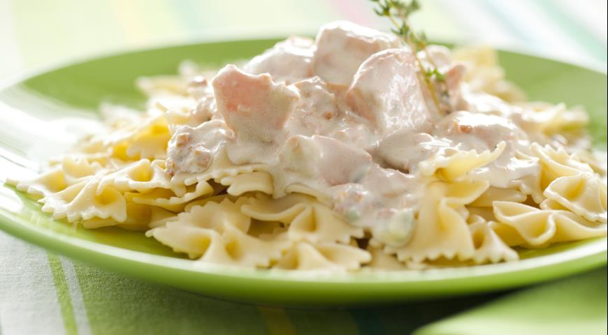 Pasta with salmon cheese sauce