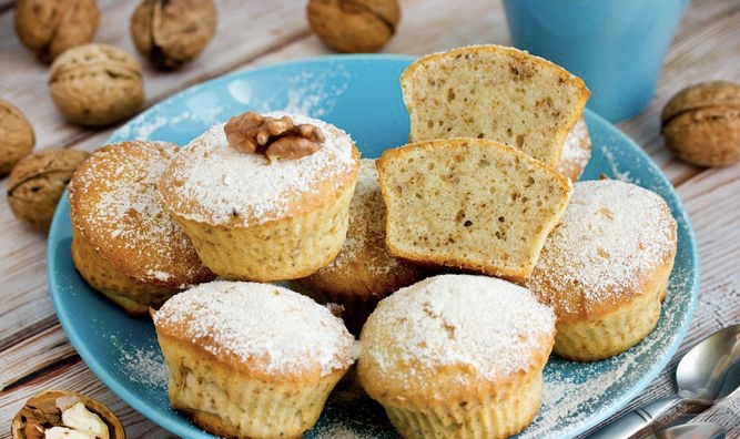 Vanilla cottage cheese and nut muffins
