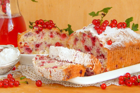 Cupcake with red currant