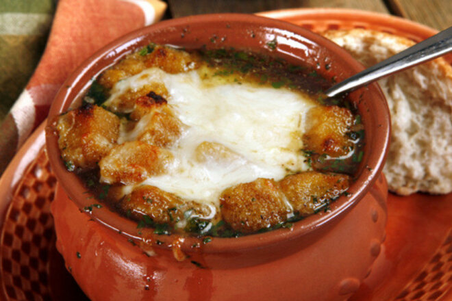 Soup with mushrooms and chicken in pots