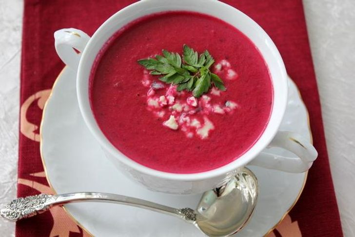 Sweet pepper and beetroot soup