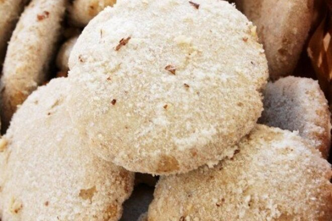 Spanish Biscuits with Walnuts