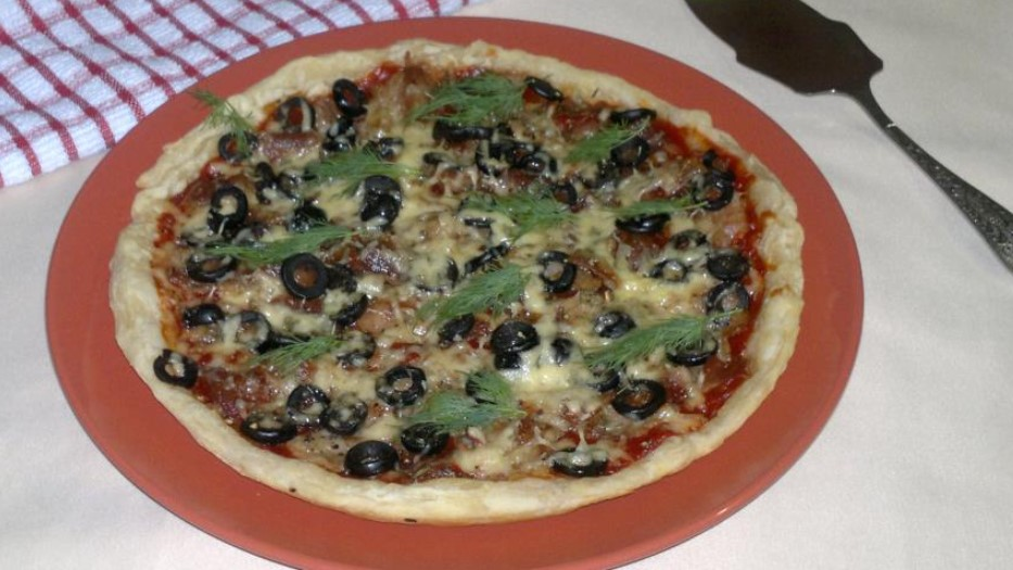 Pizza with olives and bacon