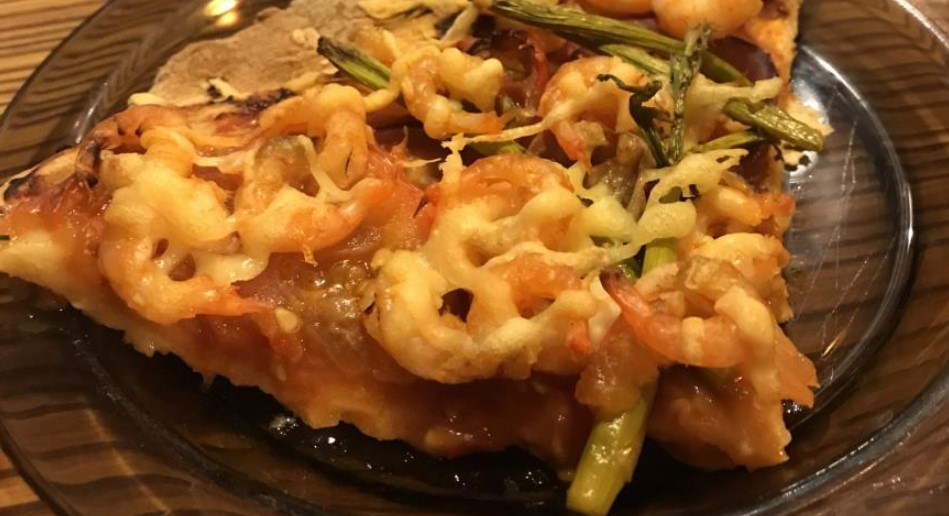 Homemade pizza with shrimps and asparagus