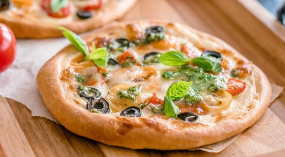 Mini pizza with tomatoes and mozzarella