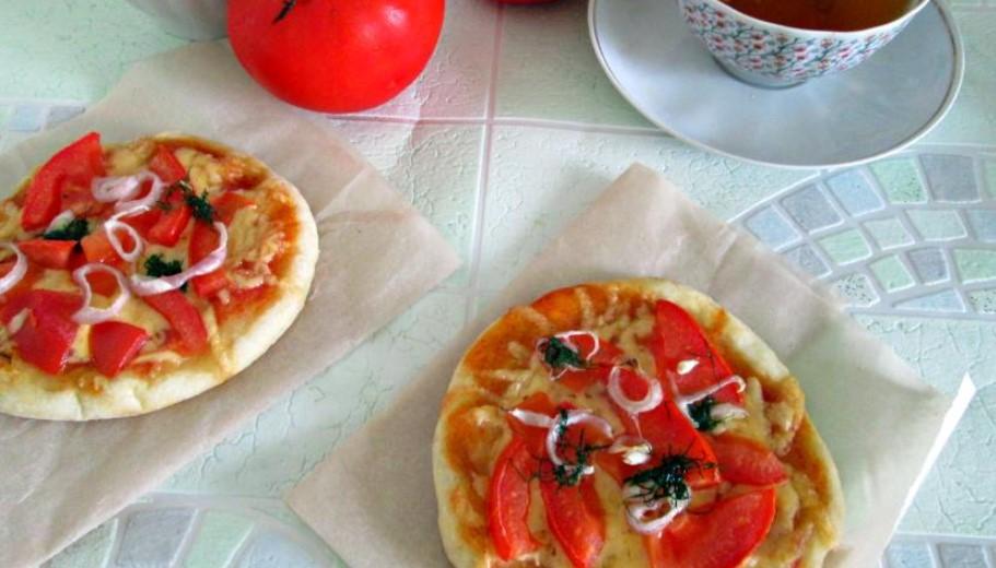 Mini pizzas for breakfast