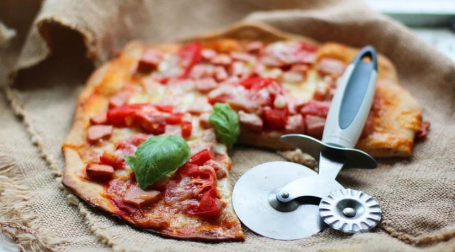 Sausage pizza (with whole grain flour)