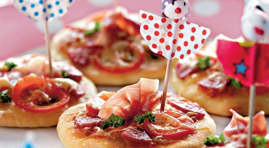 Mini pizza in the oven