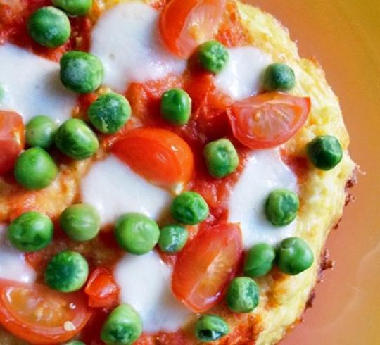 Mini pizzas on flourless cauliflower dough
