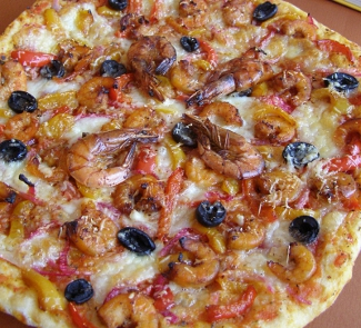 Pizza with shrimps and vegetables