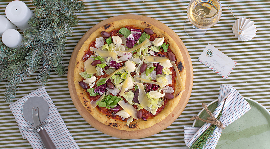Pizza with salad mix