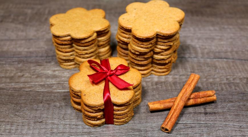 Gingerbread cookies with cinnamon