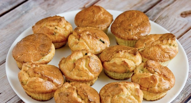 Snack curd-semolina muffins with herbs