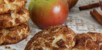 Cottage cheese cookies with apples