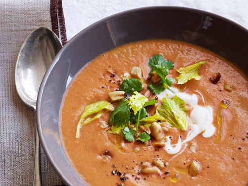 Tomato and nut soup