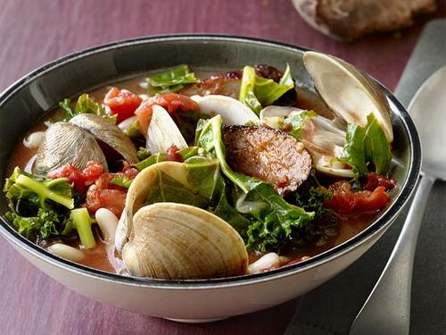 Manhattan clam chowder with kale