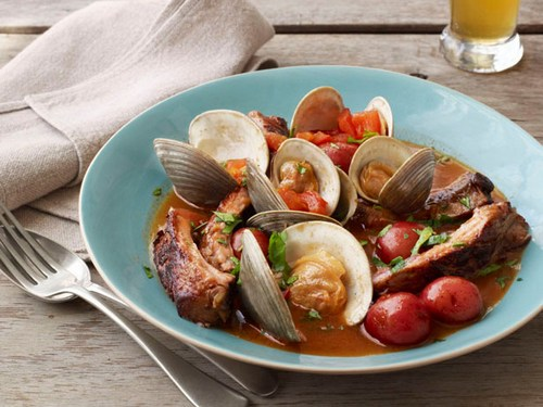 Clam soup with pork ribs stewed in beer