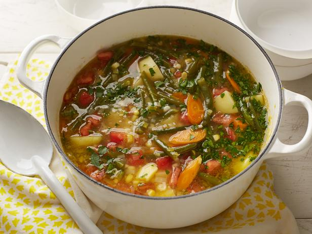 Vegetarian soup with green beans