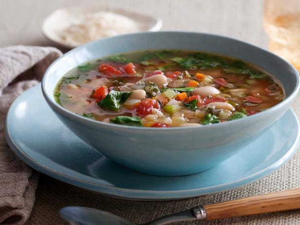 Tuscan vegetable soup with beans and spinach