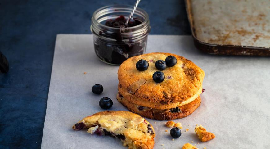 Best Blueberry Cookies with White Chocolate and Cream Cheese