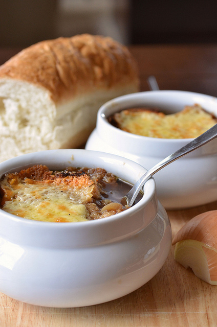 Onion soup with cheese croutons in pots in Irish style