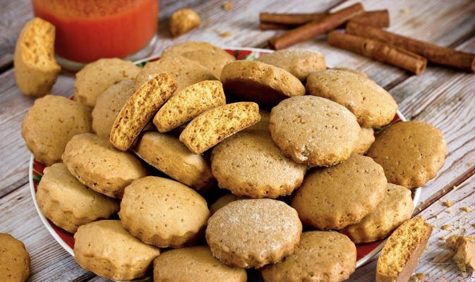 Lean tomato juice biscuits with cinnamon