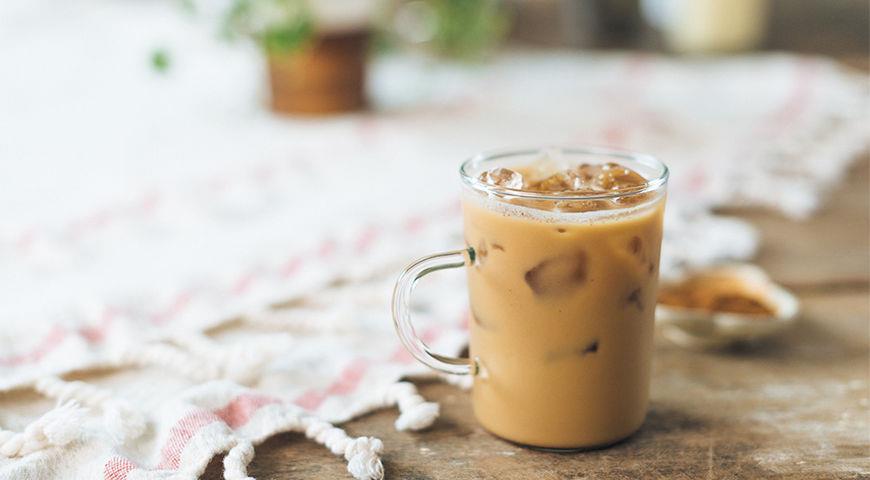 Chilled cinnamon coffee