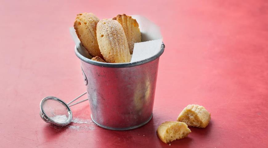 Iconic French Madeleine Cookies