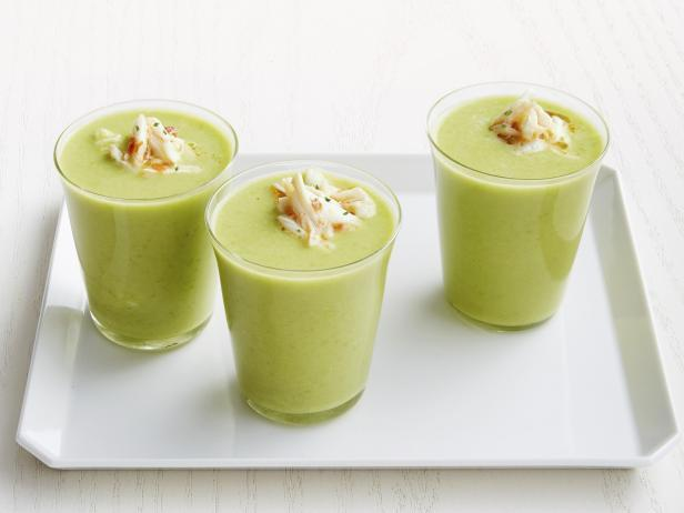 Chilled pea puree soup with spicy crab meat
