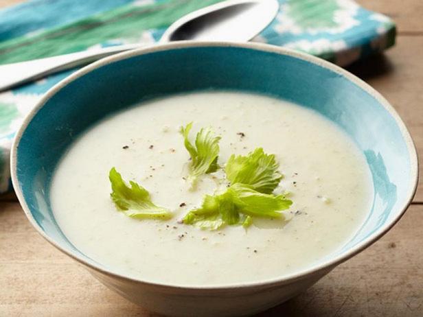 Creamy potato soup with leek