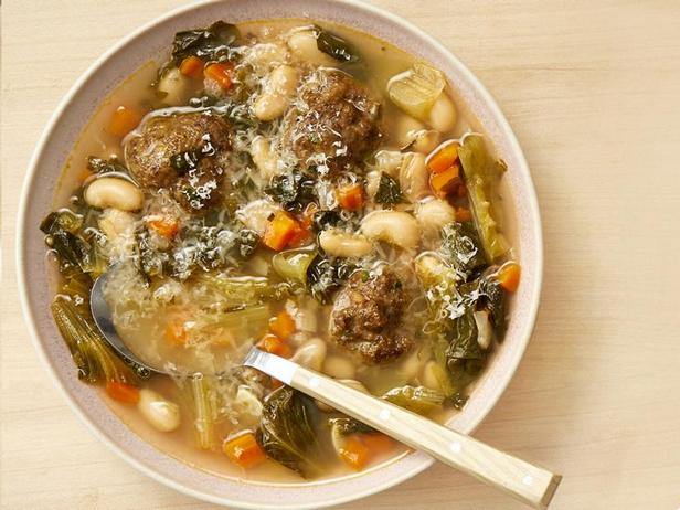 Soup with meatballs, beans and escariole
