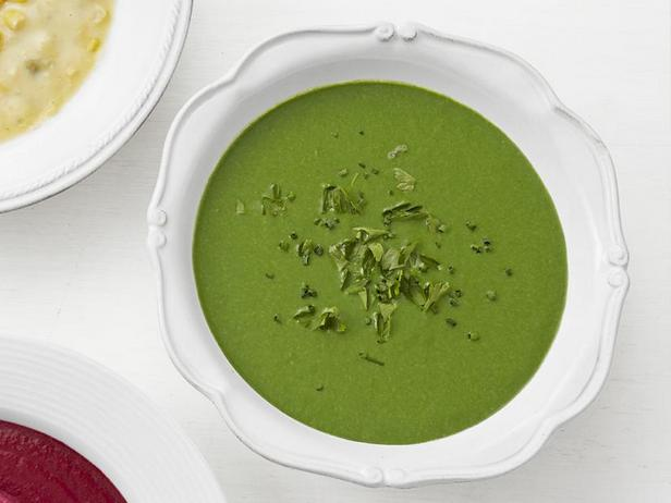 Cream soup with spinach