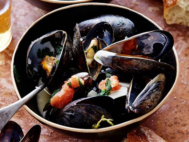 Steamed mussels with broth
