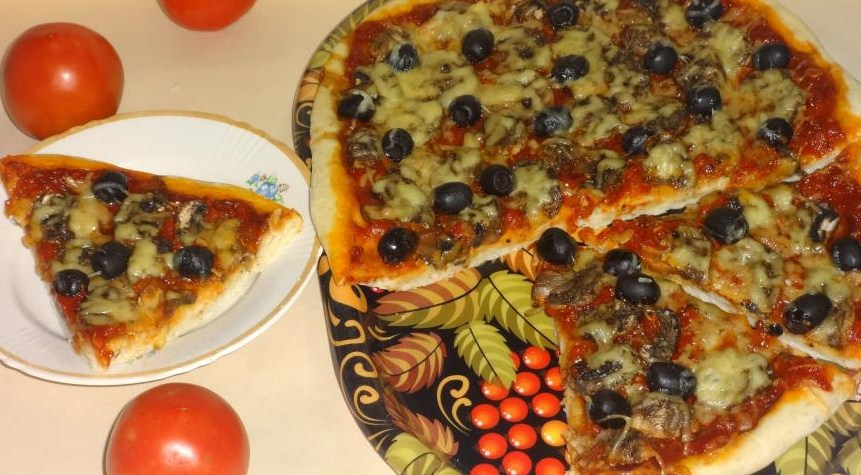 Pizza with champignons and olives
