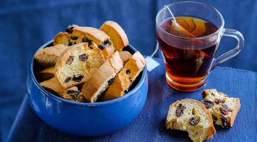 Biscotti with raisins