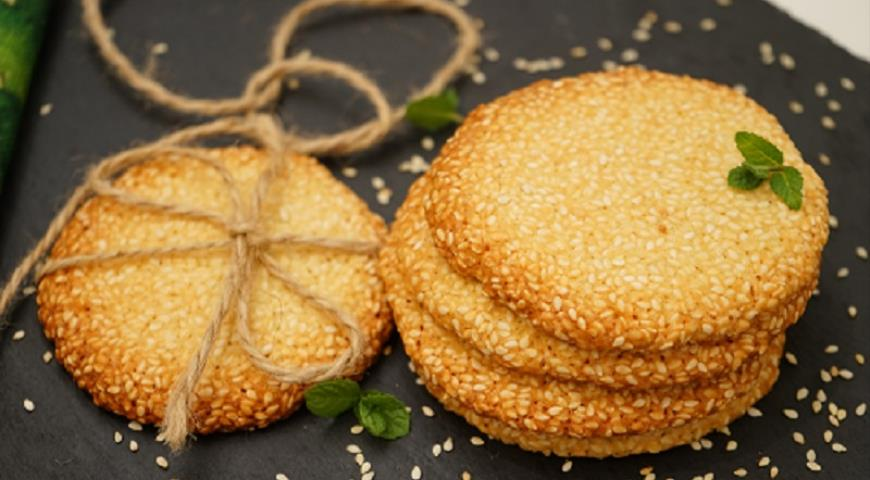 Quick Crunchy Sesame Cookies