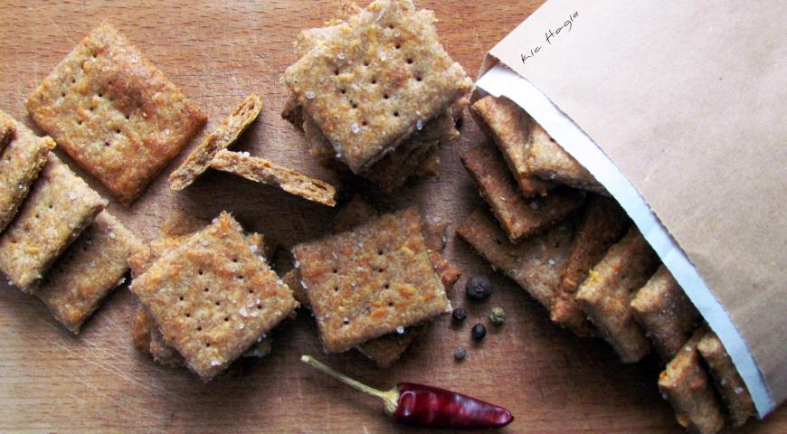 Whole grain salted cracker (with cheese)