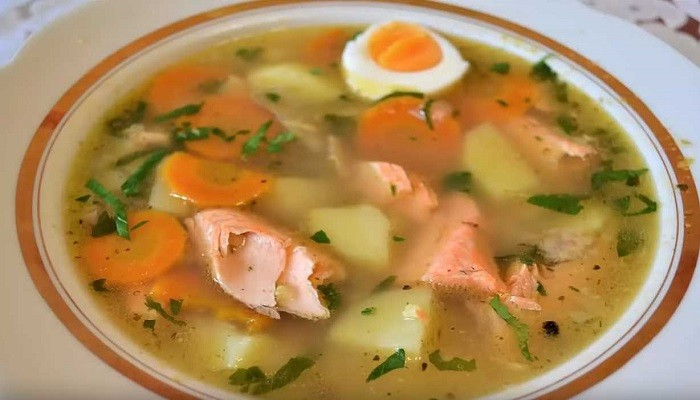 How to cook salmon head and tail soup with potatoes and millet