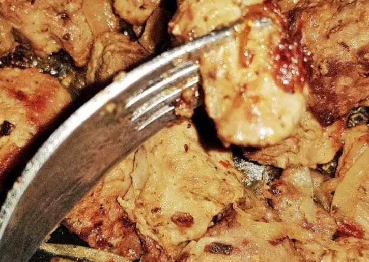 Fried pork with onions in mustard