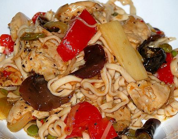 Noodles with vegetables and pork