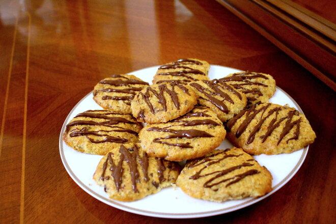 Oatmeal Cookies with Banana and Chocolate