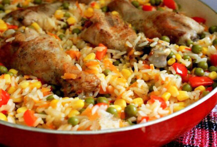 Chicken legs with rice and vegetables in Catalan style