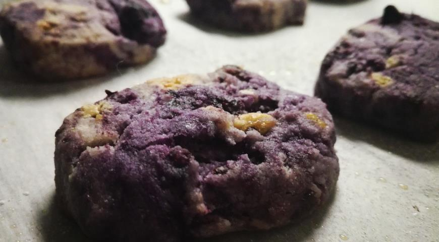 Purple cookies with white chocolate