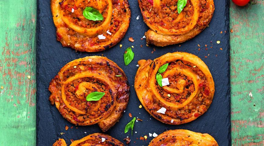 Pizza - bolognese roll