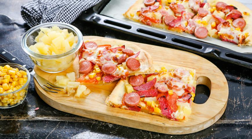 Pizza with pineapple and sausage