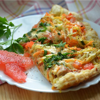 Pizza with chicken and grapefruit