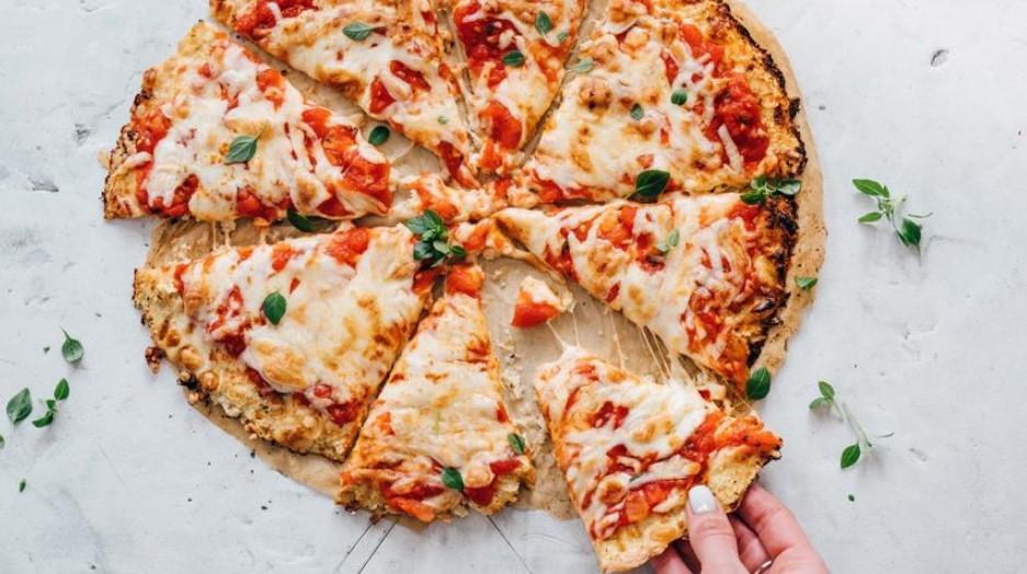 Flourless pizza with cauliflower dough